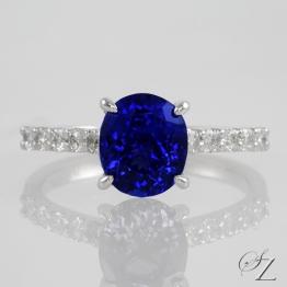 oval-tanzanite-and-diamond-ring-lstr144
