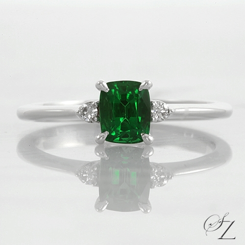 cushion-tsavorite-and-diamond-ring-lstr174