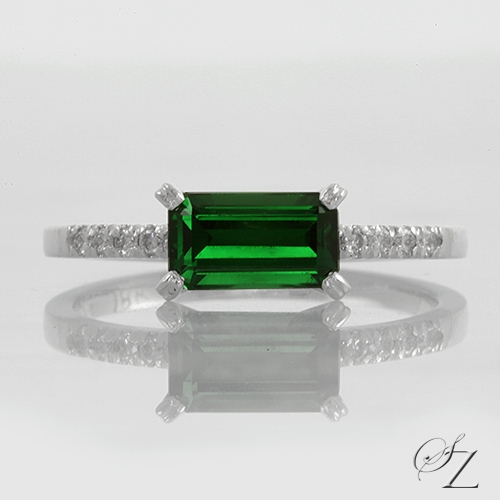 emerald-cut-tsavorite-and-diamond-ring-lstr176