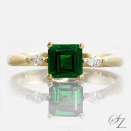 tsavorite-and-marquise-diamond-ring-lstr181