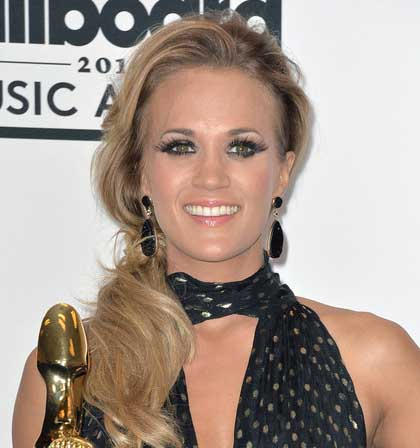 Carrie Underwood Tourmaline Jewelry Billboards Music Awards 2014.jpg